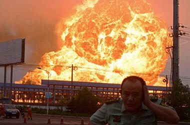 Четыре мощнейших взрыва прогремели на китайском нефтезаводе