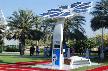 """В Дубае появились умные """"пальмы"""", которые раздают Wi-Fi"""