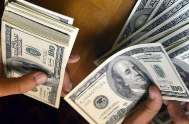 """НБУ """"откатил"""" курс доллара ниже психологической отметки"""