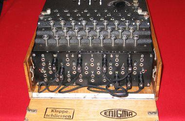 Легендарную шифровальную машину Enigma пустили с молотка