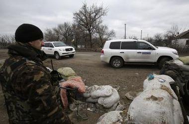 В Донбассе боевики заблокировали и обыскали патруль ОБСЕ