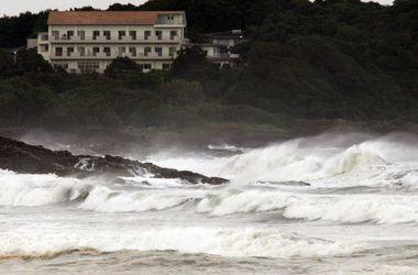 Японию накрыл мощный тайфун