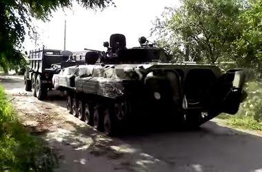 Украинские бойцы захватили БМП боевиков с полным боекомплектом