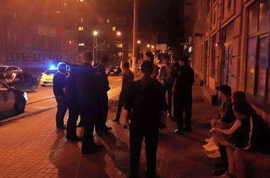 В Киеве четверо парней избили и ограбили иностранца