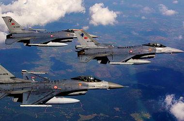 Турция направила военные самолеты на границу с Сирией - СМИ