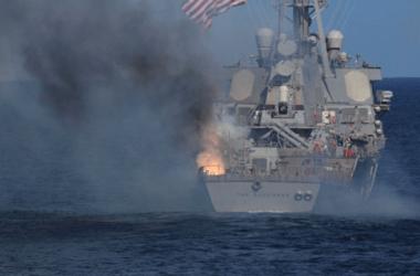 Над палубой эсминца ВМФ США в ходе учений взорвалась ракета