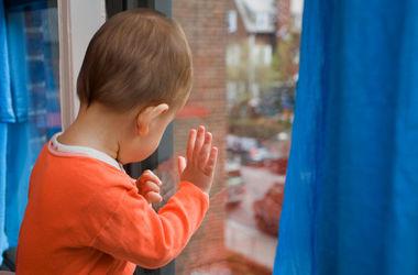 Трагедия в Днепродзержинске: годовалый ребенок выпал с девятого этажа