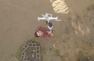 Видеохит: Мужчина спас свой дрон с помощью второго дрона