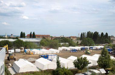 Неонацисты в Германии устроили погром в лагере беженцев