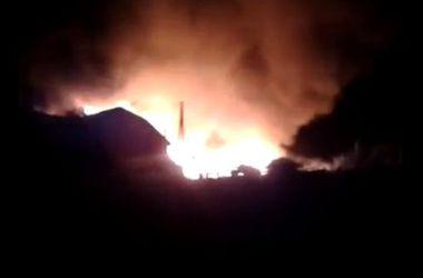 Обстановка на Донбассе: боевики обстреливают Авдеевку и Марьинку, а в Донецке горят дома