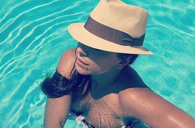 Ани Лорак опубликовала горячее селфи в купальнике (фото)