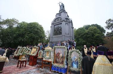 Годовщина Крещения Руси: В Киеве тысячи прихожан помолились за мир в Украине