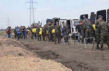 В Днепропетровске похоронят 16 неопознанных солдат
