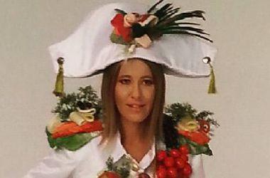 Ксения Собчак вышла в люди в наряде из еды (фото)