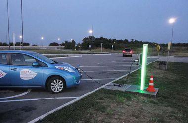 Автомобилисты проверили, как из Киева в Одессу доехать на электрокаре