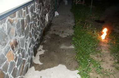 Под Киевом в окна дома бросили бутылки с зажигательной смесью