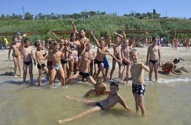 Гумштаб Ахметова запускает дополнительную смену отдыха на море для детей из Донбасса