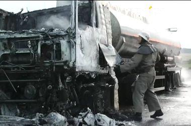 В Днепропетровской области пожарные час тушили горевший бензовоз