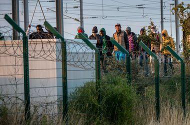 Более 2 тысяч нелегалов пытались прораться в Евротоннель, чтобы попасть в Британию