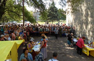 Более 11,5 тысяч жителей Амвросиевского района получили помощь от Штаба Ахметова