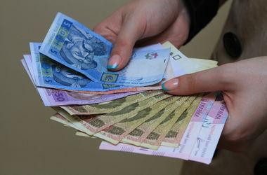 В Киеве мошенница выманивает по пять тысяч гривен у доверчивых горожан