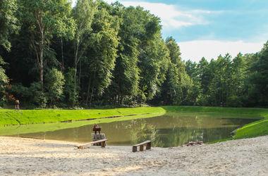 Под Киевом появилось изумрудное озеро