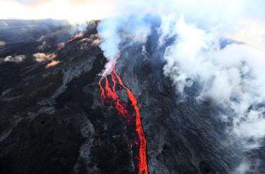 На французском острове началось извержение вулкана