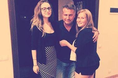 Взрослые дочери Леонида Агутина впервые побывали в гостях друг у друга