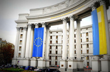 МИД Украины требует от России немедленно допустить консула к Надежде Савченко