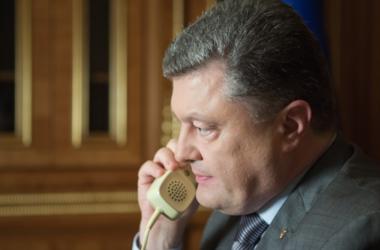 На Донбассе находится 9 тысяч российских военных, еще 60 тысяч - в Крыму - Порошенко