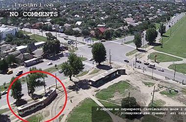 Появилось видео лобового столкновения трамваев в Харькове