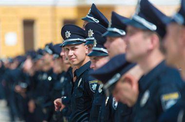Новая патрульная полиция в Днепропетровске: служить захотели продавцы, бухгалтеры и фокусники