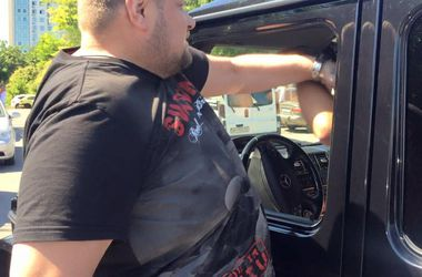 В Одессе нардеп напал на водителя, который наехал на бойца