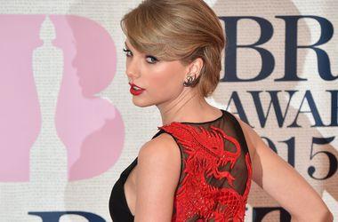 Рианна и Тейлор Свифт возглавили рейтинг самых стильных знаменитостей