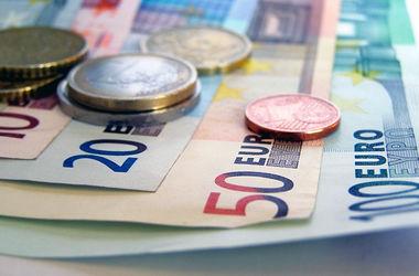 Удар нефтью по валюте: курс евро в РФ перевалил за 70 рублей