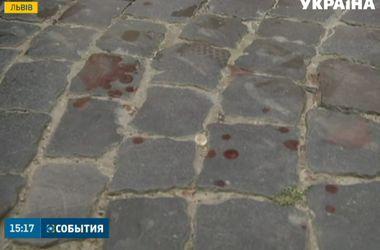 """Фанаты """"Фенербахче"""" устроили кровавое побоище в центре Львова"""