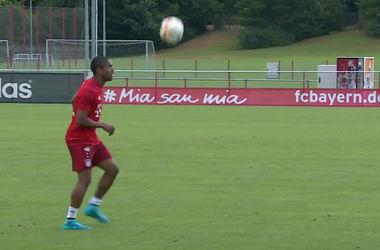 "Футболисты ""Баварии"" минуту не опускали мяч на газон"