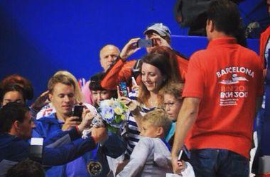 Чемпион мира по плаванию подарил золотую медаль маленькому болельщику