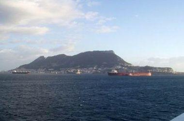 Лондон обвинил Испанию в незаконном вторжении в территориальные воды Гибралтара