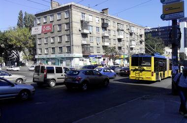 В Киеве на Елены Телиги произошло ДТП, возникла огромная пробка