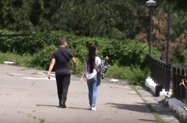 В Киеве мужчина дважды ограбил и пытался изнасиловать 18-летнюю девушку
