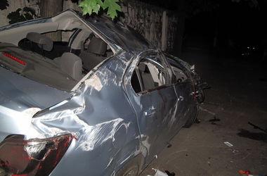 Смертельное ДТП в Киеве: в аварии погиб 20-летний парень, его друзья - в реанимации
