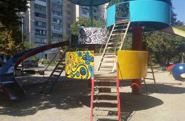 В центре Киева приводят в порядок симпатичный сквер