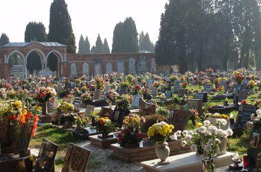Жителям итальянской деревни запретили умирать