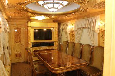 """""""Укрзализныця"""" для ВИП-клиентов пустила элитный вагон с двумя спальнями и кабинетом"""