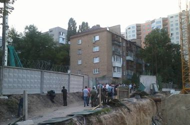 Активисты перекрыли Голосеевский проспект в знак протеста против скандального строительства