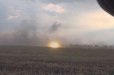 В сети появилось видео расстрела украинским танком БТР боевиков