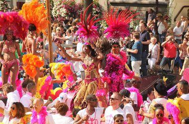 Огромные фаллосы и флаг России: в Амстердаме прошел гей-парад