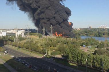 В столице России загорелась Москва-река