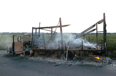 В Полтавской области на ходу загорелся грузовик: огонь был беспощаден